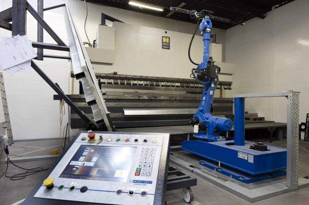 Turnkey Robot Bending Cell For Spraybooth Manufacturer