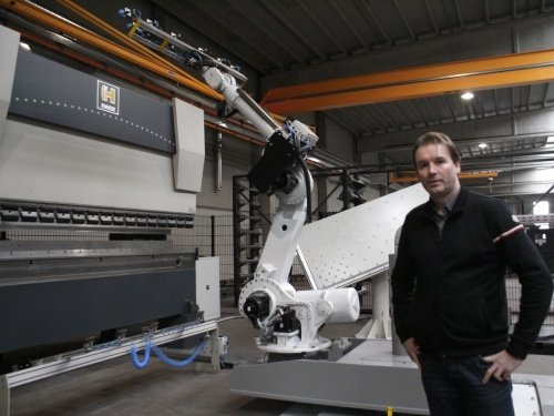 Danny Peeters purchases bending cell: